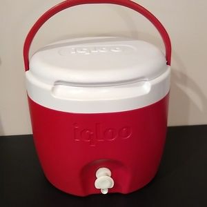 Vintage igloo 2 gallon round red water cooler
